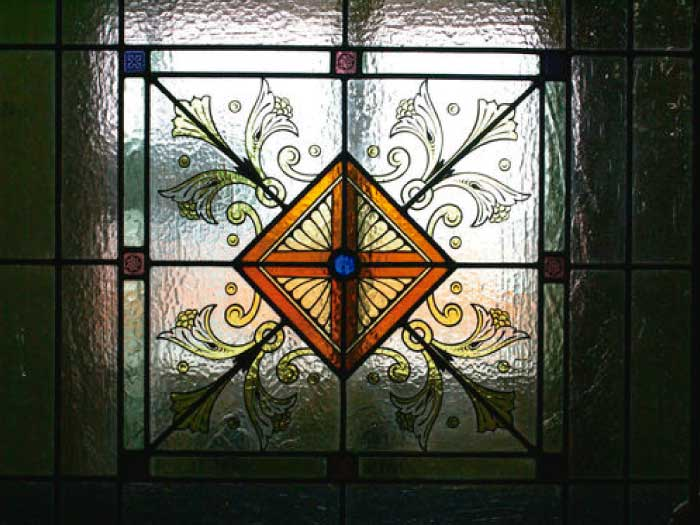 V9 VICTORIAN STAINED GLASS