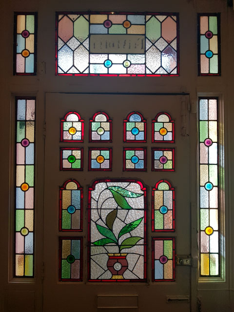 V46 VICTORIAN STAINED GLASS